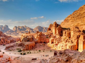 Jordan is a uniquely liberal destination surrounded by political instability. Business Destinations discovers how the country manages to remain the oasis in a tumultuous desert