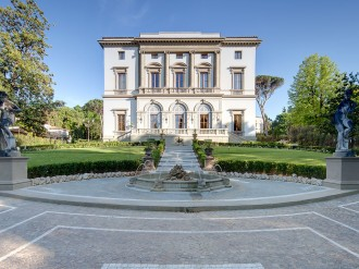 In verdant hills on the outskirts of Florence, this mansion is perfect for a relaxing stopover