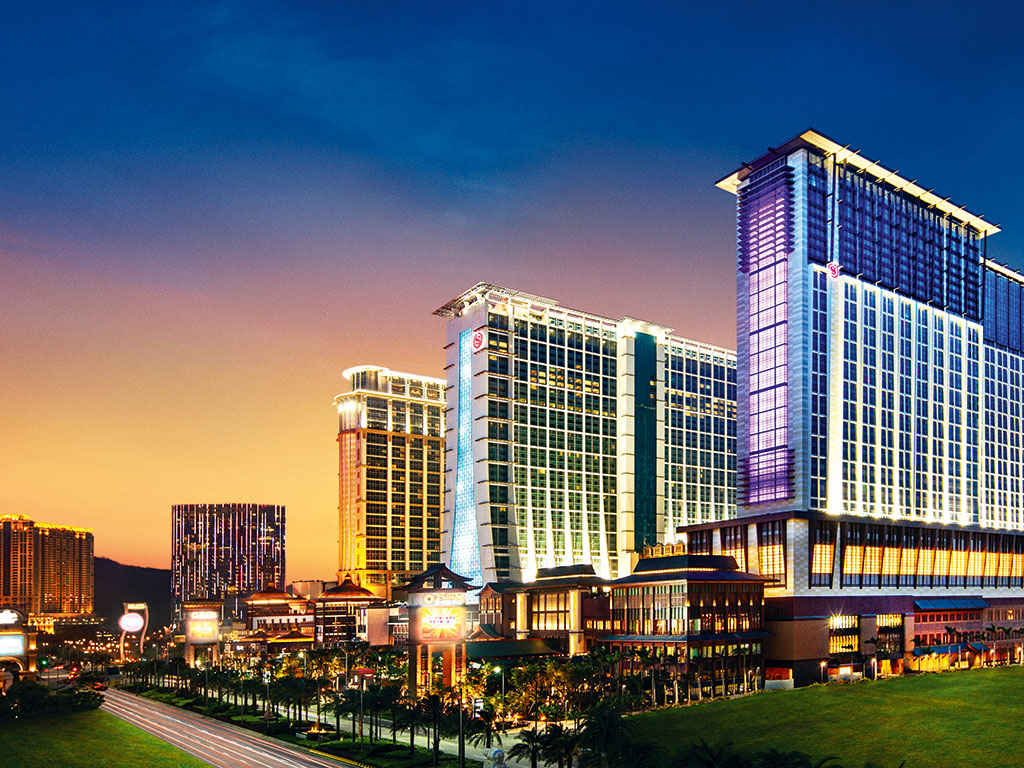 Sheraton Macao Hotel, star of its city, boasts an extensive range of corporate and leisure facilities in one of Asia's most culturally diverse destinations