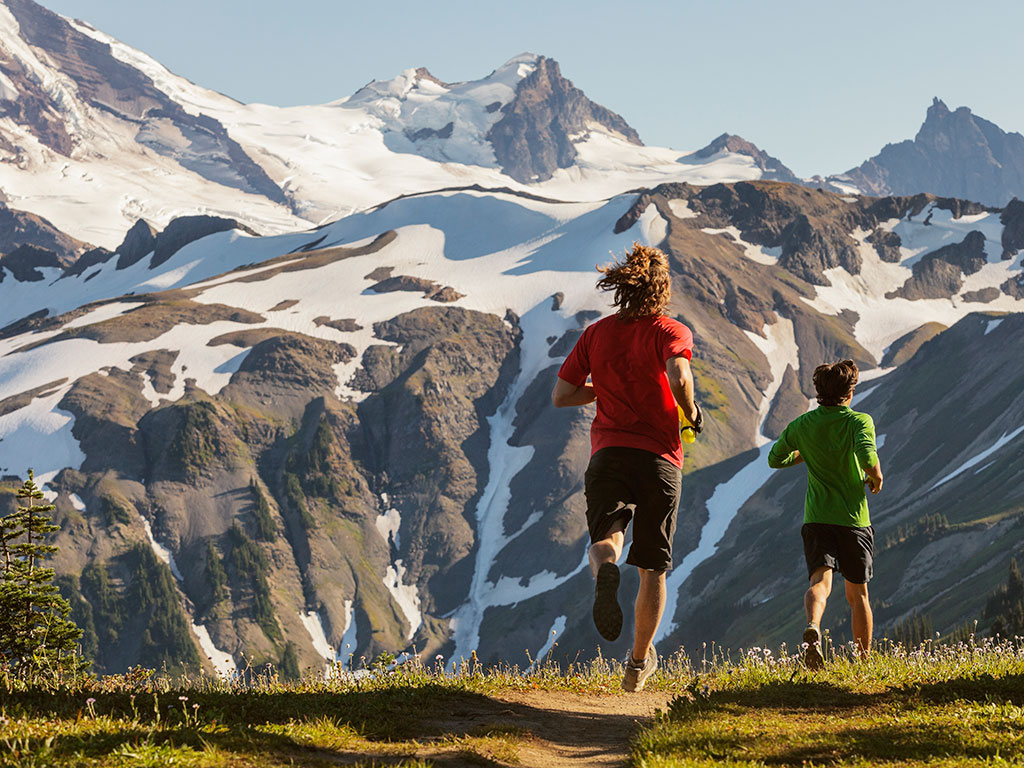Grand to Grand Ultra - Runners on the Skyline Divide in the North Cascades