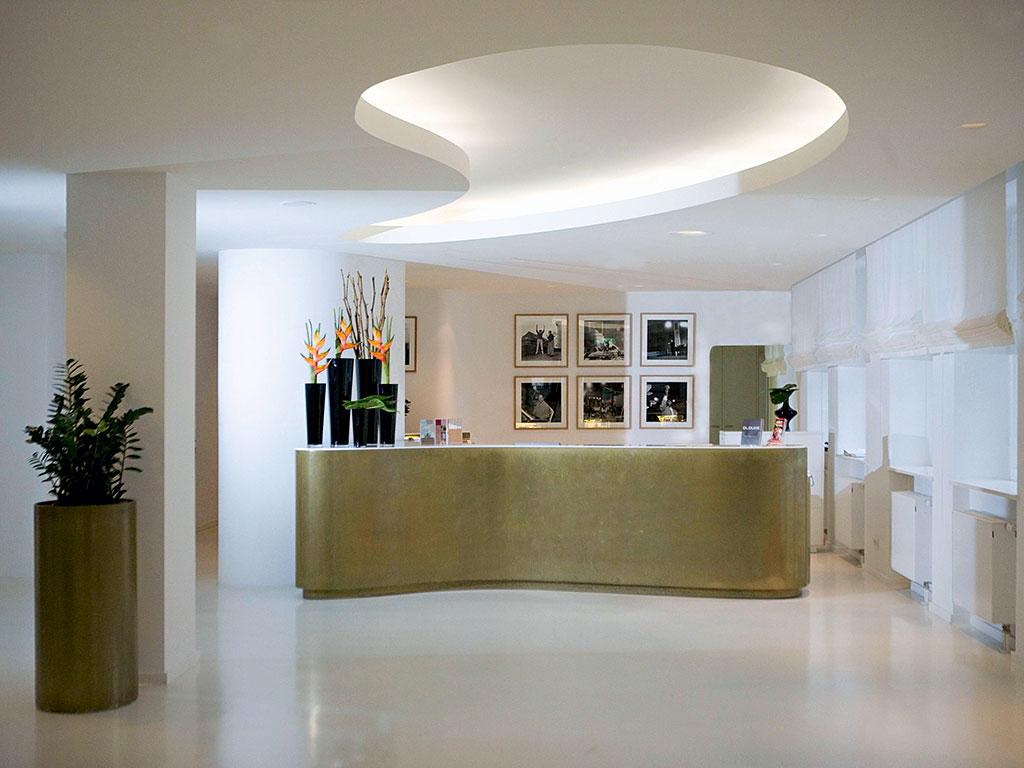 The reception at Ellington Hotel Berlin