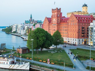 Positioned against the waterfront in one of Stockholm's most idyllic settings, the Elite Hotel Marina Tower promises guests a relaxing stay in Sweden's exciting capital city
