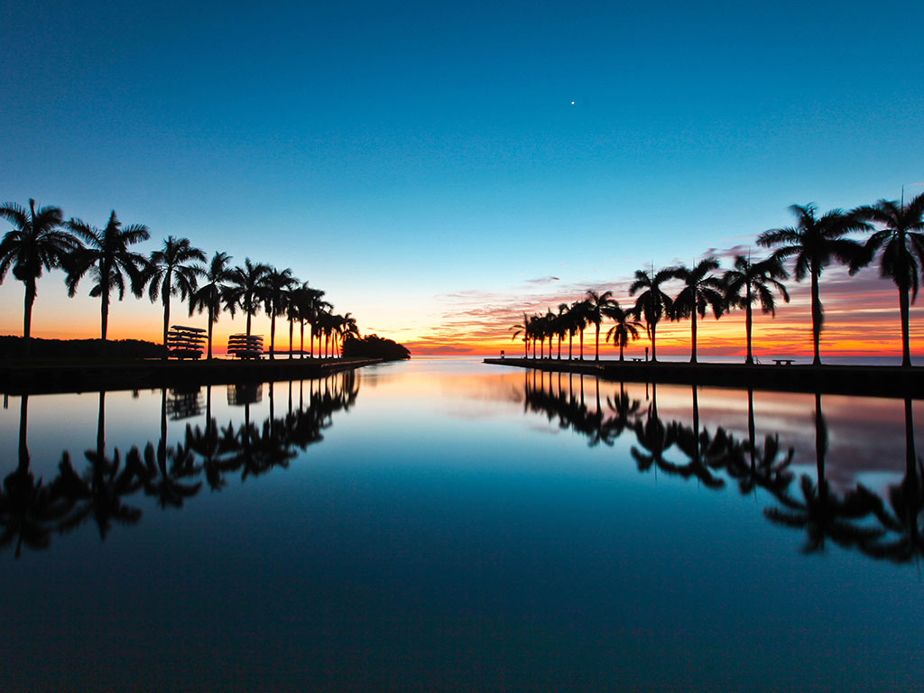 Florida's tropical climate, tourist attractions and affordable houses are encouraging many people to buy properties there