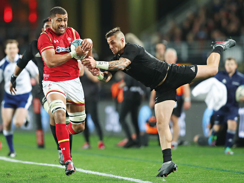 Taulupe Faletau (left) of Wales and TJ Perenara of New Zealand